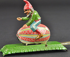 GNOME ON EGG ARTICULATED PENNY TOY