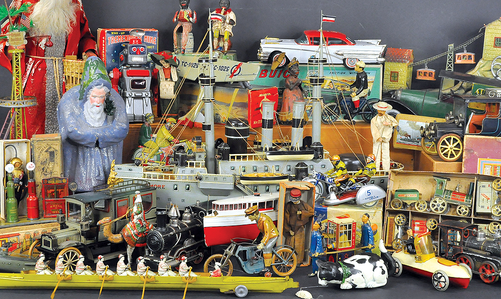 header-bertoia-auctions-antique-toys-2018-march-marklin-claus-bank-comic-automotive-boats