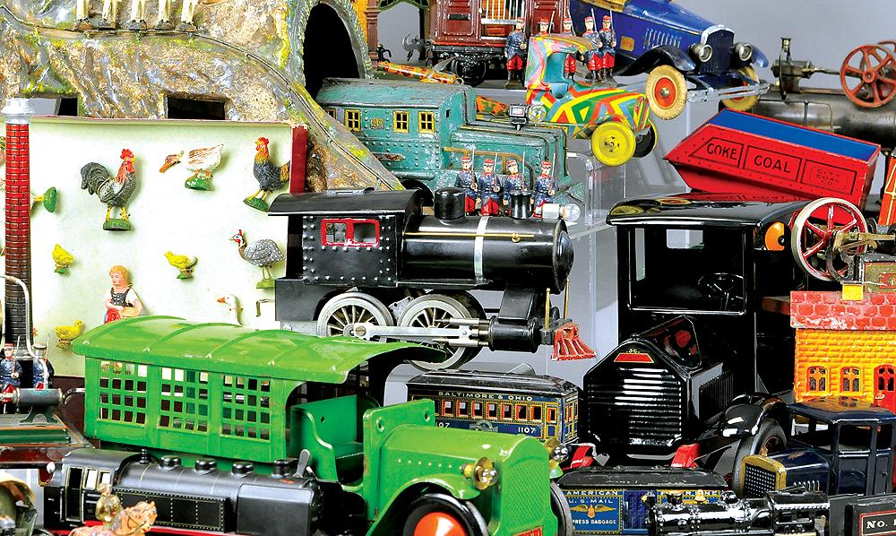 header-bertoia-basics-auctions-antique-toys-2018-august-marklin-claus-bank-comic-automotive-mechanical-lehmann