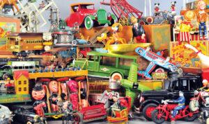 header-bertoia-auctions-antique-toys-2018-november-santa-claus-mechanical-bank-marklin
