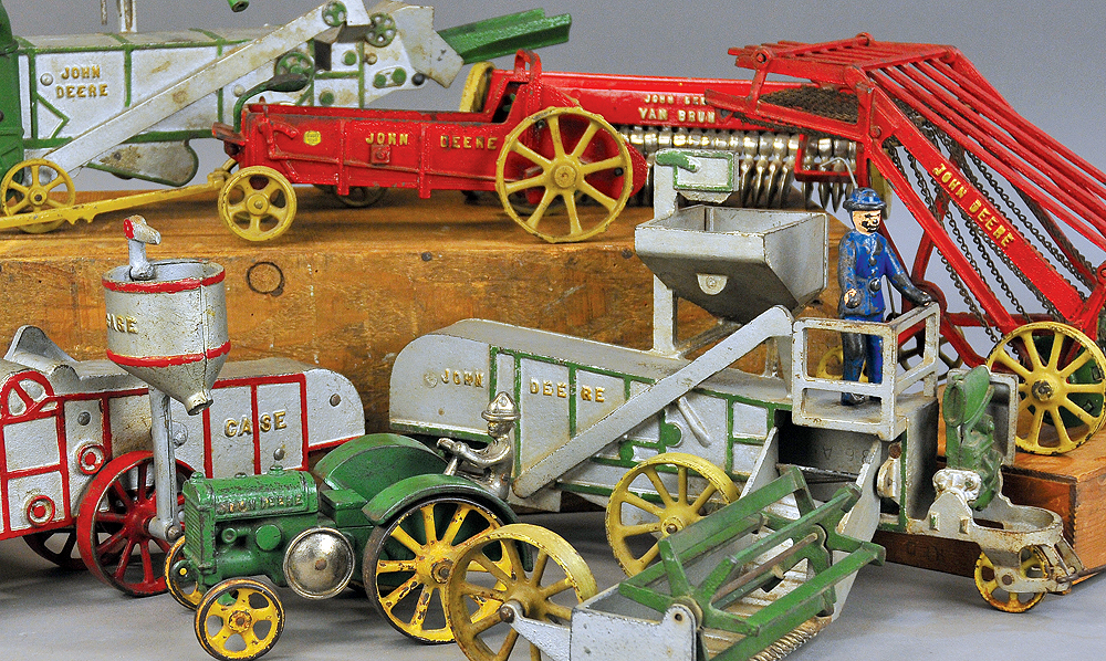 header-bertoia-auctions-antique-toys-2018-november-santa-claus-mechanical-bank-marklin-vindex